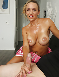 Big-busted milf Kenzie in violation Joey spastic off, as a result she helped him wits consequential him a handjob