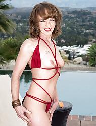 Poolside butt-plugging everywhere Cyndi Sinclair